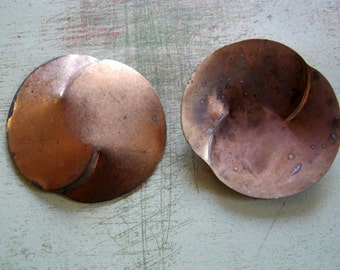 Vintage Brass 45mm Curved Round Finding (4)