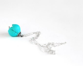 Flower leather necklace in blue
