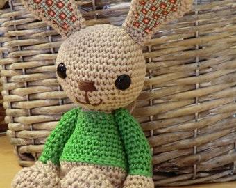 Green sweater bunny amigurumi crochet pattern