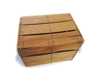 Vintage Shaved Wood Bale Wire Bushel Crate Produce Fruit Vegetable Produce Shipping Container