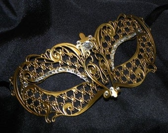 Metallic Masquerade Mask with Lattice Accents