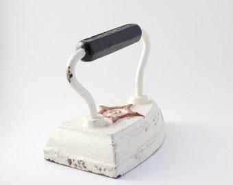 Antique WH Howell Co Cast Iron Geneva, ILL Antique Sad Iron