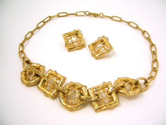 Vintage 80s necklace and earrings gold jewelry set with round and square woven gold chunky tic-tac-toe geometric links, retro hipster
