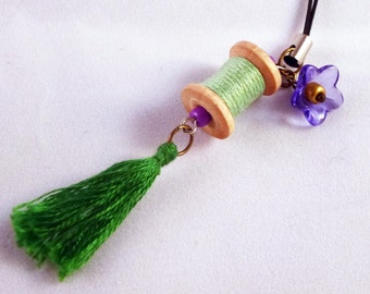 Cellphone charm, Mini wood spool, Bobbin Charm, Mobile accessories, Charm, Tassel, Vintage spool, Emerald, Handmade by Marumadrid