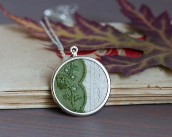 Lace necklace with moss green lace and linen fabric l010