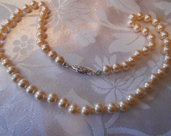 Vintage necklace, iridescent champagne pearl necklace, individually knotted faux pearls, 17 inch necklace, vintage jewelry
