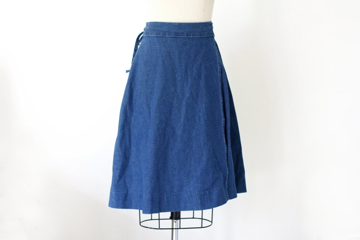 80 s high waisted denim wrap skirt s m by wemovevintage