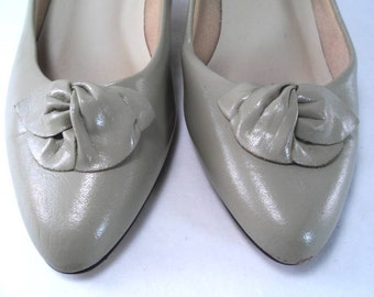 Classic Heels Dove Gray Pump by Jubilee size 7.5 Vintage 80s