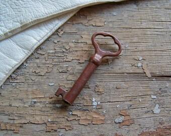Vintage Skeleton Key Victorian Key Pendant Gothic Key Rusty Skeleton Key Steampunk Key Jewelry Vintage 1920s