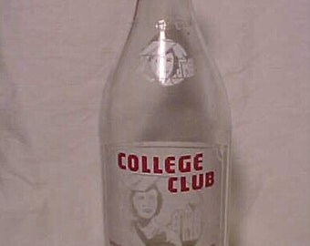 1943 College Club Pittsfield, Mass., RARE 28 Ounce Picture ACL Soda Bottle