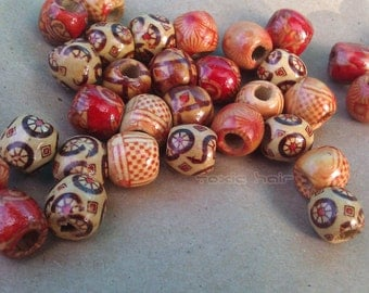 6 wooden beads with 5 different designs