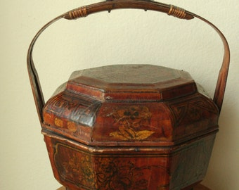 REDUCED - Antique Chinese Wedding Lacquered Basket - Unique collectible piece - Very rare!