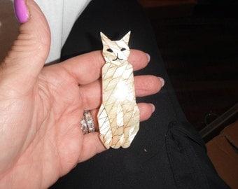 vanilla pattern kitty cat large pin laminated celluloid