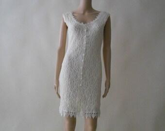 ivory lace cap sleeve knee-length stretch evening dress . medium