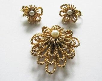 Brooch Earrings Set Pearl and Goldtone Flower Vintage Samsan Designer Clip On