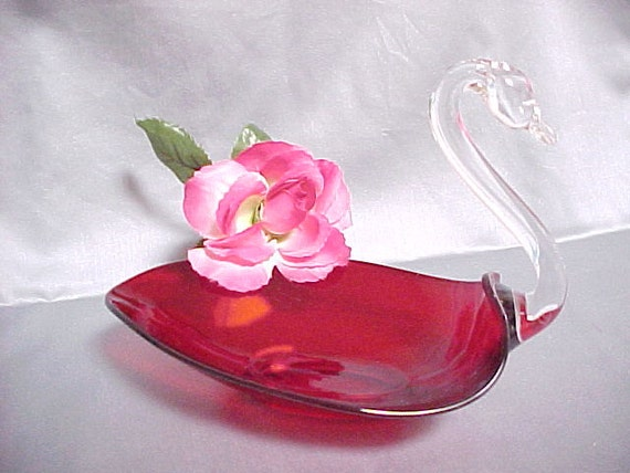Duncan Miller Ruby Red Glass Swan Pall Mall Line Circa 1940s