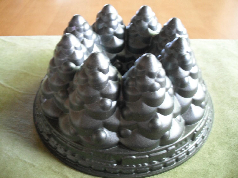 Nordic Ware Holiday Tree Bundt Cake Pan Christmas Trees 10