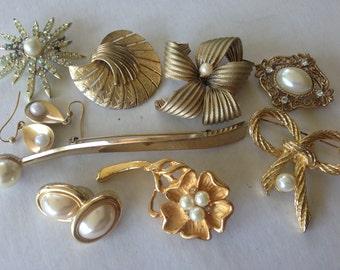 Pearl Brooches Earrings Vintage Rhinestone lot 485