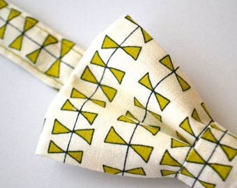 Mens Bowtie- Light Green Kites
