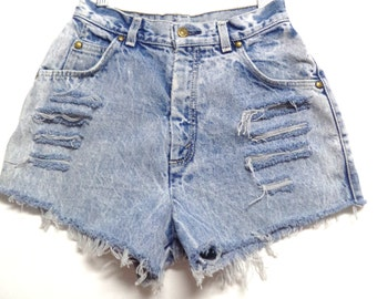 25 inch waist .......LEVIS High Waisted Denim Shorts