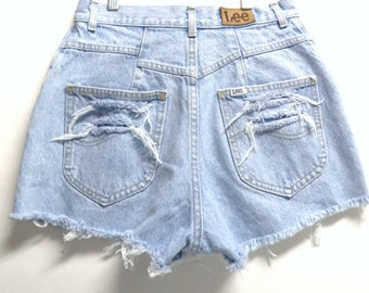 Vintage LEE light wash High Waisted denim Shorts Waist 26 inches