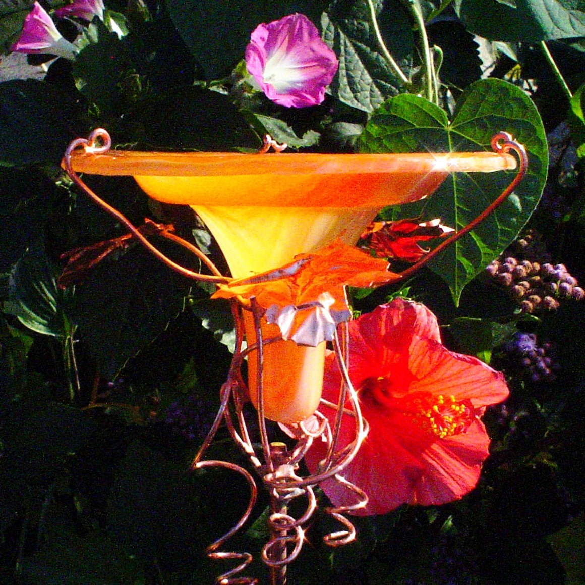 Hummingbird feeder garden decor stained by gloriasglassgarden for Hummingbird decor