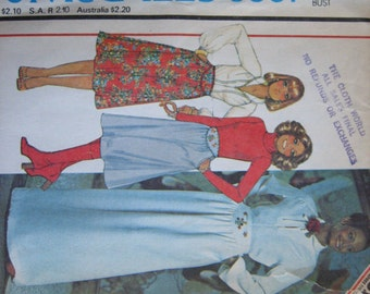 McCall's Pattern 5867 Misses' Blouse and Skirt with Blue Transfer for Embroidery  1977  Uncut