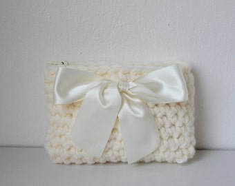 crochet coin purse in ivory, wedding coin purse