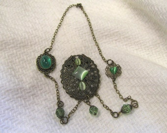 Victorian Style Peridot Green Cats Eye Pendant Necklace In Antique Brass