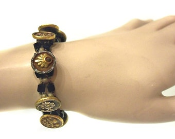 Beautiful antique vintage button bracelet / 9 buttons / shiny black beads  / decorative silver clasp