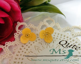Orchid stud earrings - bright yellow