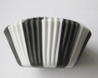 12 Black and White Striped CUPCAKE LINERS