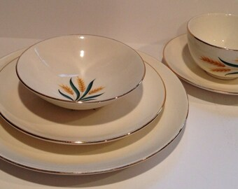 Royal Harvest Wheat Lunch set Homer Laughlin  discontinued  5 piece set