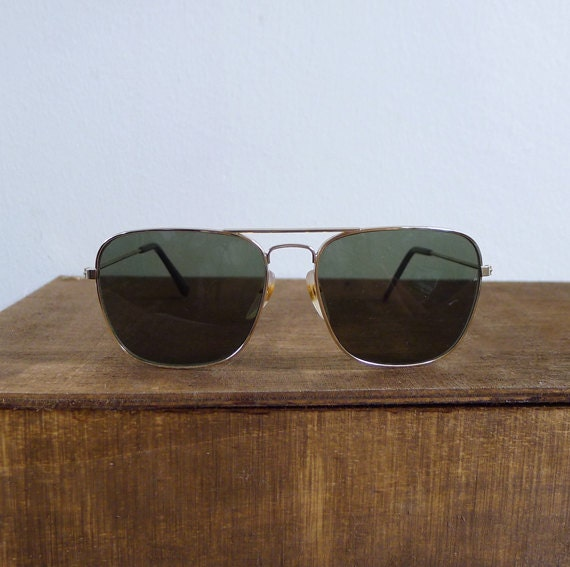 Vintage 80's Classic Gold Aviator Sunglasses Shades