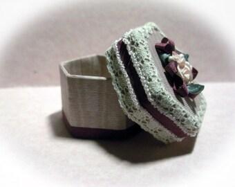 Miniature Hatbox for Dollhouse Mauve