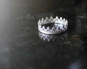 Crown ring, princess ring, sterling silver ring, silver crown ring, princess crown ring, medieval ring, game of thrones, crown ring, teen