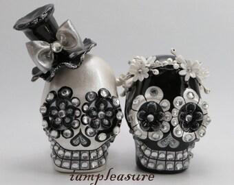 Skull black & white weddings cake topper handmade Crown of flowers bride and groom ST0001
