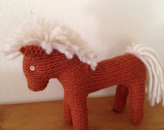 WALDORF KNITTED PONY