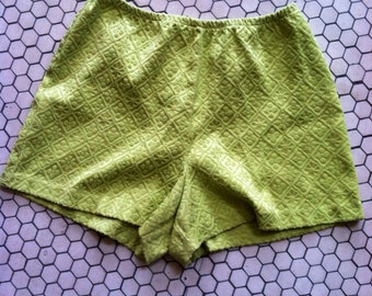 Kitschy Vintage Pea Green High Waist Elastic Shorts / Geometric Ornate Pattern / Medium - Large