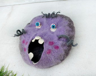 Natural Cat bed ,Cat Cave , cat house , Wet Felted, monster ,Cat Bed, Cat cave Cat , Lilac, Cat toy, felted cat toy spiral, MADE TO ORDER