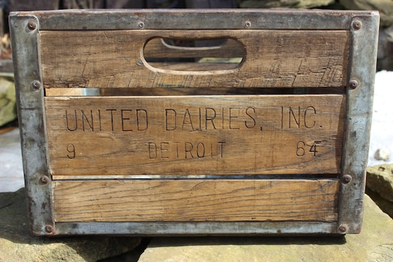 vintage united dairy inc detroit wooden milk crate. Black Bedroom Furniture Sets. Home Design Ideas