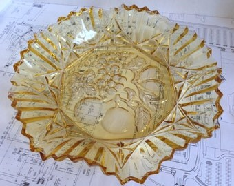Amber Scalloped / Crimped Federal Glass Bowl with Fruit Design