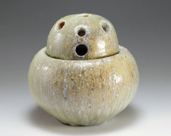 Shigaraki, anagama, ten-day anagama wood firing, with natural ash deposits large Incense burner.burner-02