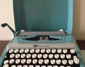 Smith-Corona Corsair Deluxe Turquoise Typewriter **Free Shipping