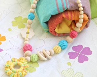 Big nursing crochet statement necklace with wooden flower. Teething ring pendant necklace for baby and newmom