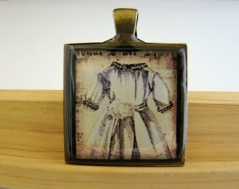 Resin Pendant, Antique Dress, Vintage Inspired, Rustic, Brone,1 inch, Square