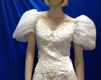 """Vintage 1980s wedding gown has that """"princess feel"""""""