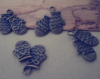 20pcs  Antique Bronze gloves pendant Charms 17mmx13mm