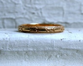 Etched Antique 14K Yellow Gold Wedding Band.