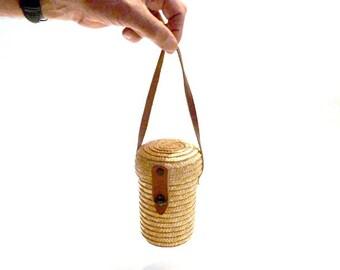 Vintage woven straw little rustic purse.